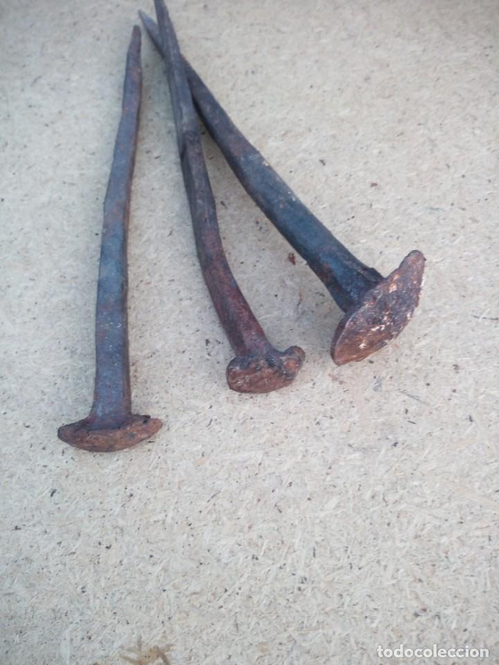 Antigüedades: Lote de 3 clavos época medieval forjados a mano,gran tamaño originales. - Foto 3 - 157484286