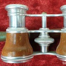 Antigüedades: BINOCULARES DE ÓPERA. METAL CUBIERTO DE PIEL. FEDERICO FONT. ÓPTICO. SIGLO XX.. Lote 157665110