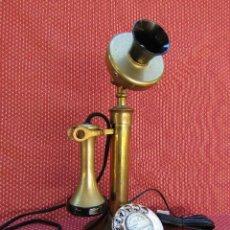 Teléfonos: TELEFONO ESTILO RETRO, TIPO CANDELABRO, DE ORIGEN INGLES. ANTIGUEDAD SOBRE 1970.. Lote 157671218