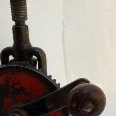 Antigüedades: ANTIGUO TALADRO MANUAL. Lote 157846729
