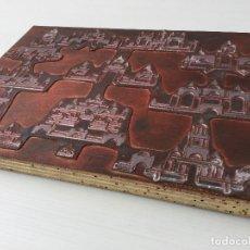 Antigüedades: ANTIGUA PLANCHA IMPRENTA - PLOMO SOBRE MADERA DE FICHA DE JUEGO DE ARQUITECTURA ORIENTAL DE MADERA. Lote 157961866
