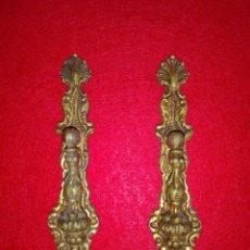 Antigüedades: 2 TIRADORES METAL DORADO LUIS XVI. Lote 158132362