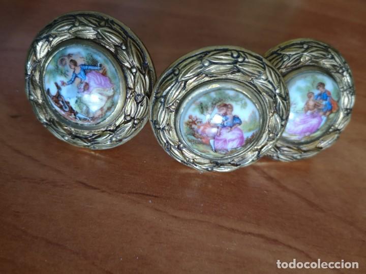 Antigüedades: Tiradores bronce y porcelana mas 3 tiradores tipo piña - Foto 3 - 158239362
