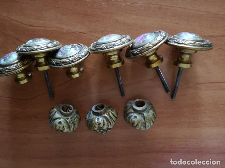 Antigüedades: Tiradores bronce y porcelana mas 3 tiradores tipo piña - Foto 5 - 158239362