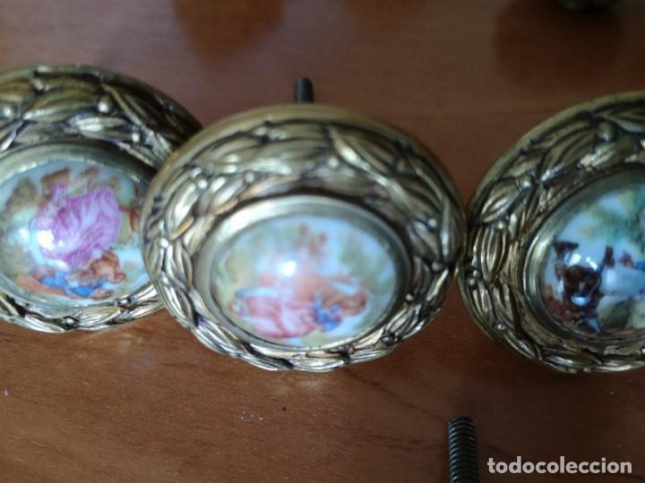 Antigüedades: Tiradores bronce y porcelana mas 3 tiradores tipo piña - Foto 7 - 158239362