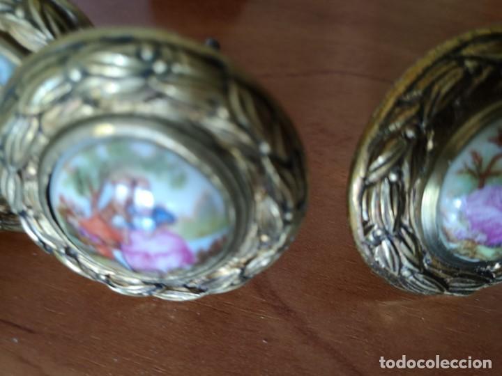 Antigüedades: Tiradores bronce y porcelana mas 3 tiradores tipo piña - Foto 8 - 158239362