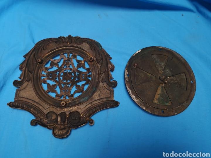 Antigüedades: Preciosa y antigua gran mirilla modernista para puerta portón o confesionario en bronce Lleva muelle - Foto 5 - 158316648