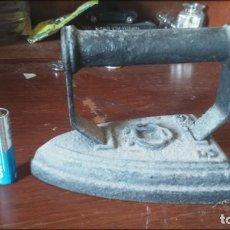 Antigüedades: ANTIGUA PLANCHA DE HIERRO . Lote 158501458