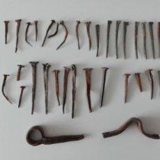 Antigüedades: LOTE CLAVOS DE FORJA Y BISAGRA. Lote 158520558
