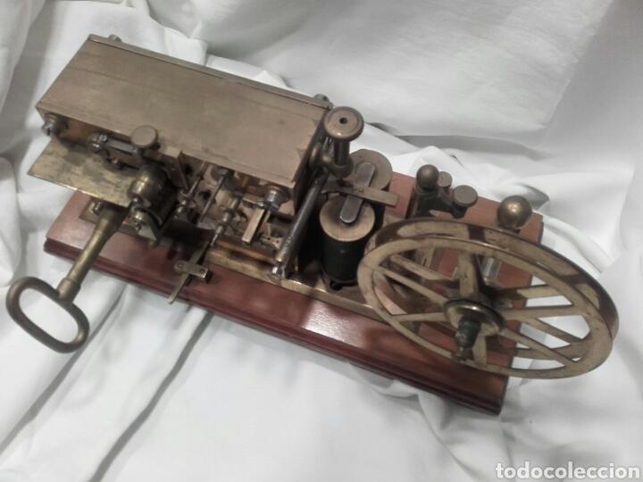 Antigüedades: MAGNÍFICO TELÉGRAFO, USADO EN ESTACIONES DE RENFE ANTES DEL TELÉFONO. Serie L 3-27 Número 19542. - Foto 8 - 158525146