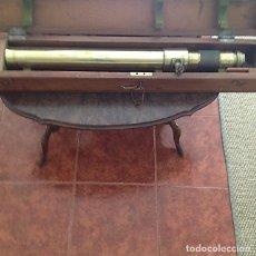 Antigüedades: TELESCOPIO ARTILLERÍA DE BRONCE EN SU CAJA DE CAOBA. Lote 158596794