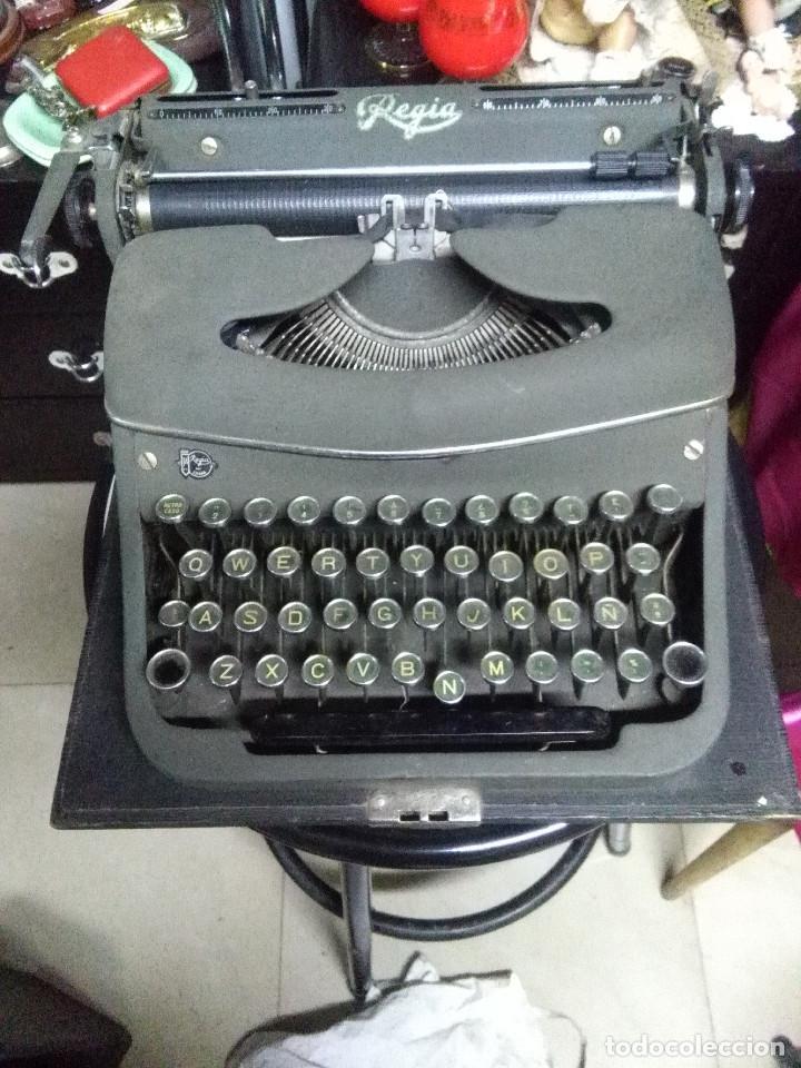 MUY ANTIGUA MAQUINA DE ESCRIBIR MARCA REGIA MIXTA,BUEN ESTADO (Antigüedades - Técnicas - Máquinas de Escribir Antiguas - Otras)