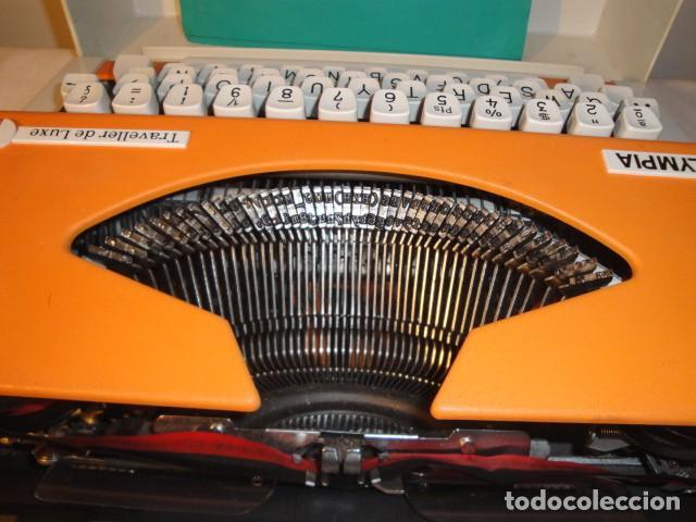 Antigüedades: Máquina de escribir portátil. Olympia Traveller de Luxe. Estado muy bueno. - Foto 3 - 158709746