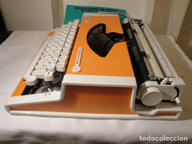 Antigüedades: Máquina de escribir portátil. Olympia Traveller de Luxe. Estado muy bueno. - Foto 6 - 158709746
