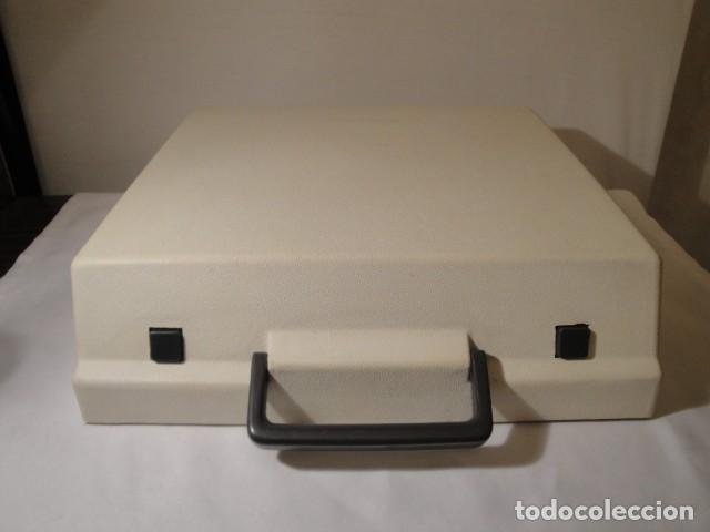 Antigüedades: Máquina de escribir portátil. Olympia Traveller de Luxe. Estado muy bueno. - Foto 7 - 158709746