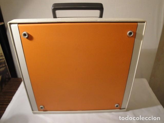 Antigüedades: Máquina de escribir portátil. Olympia Traveller de Luxe. Estado muy bueno. - Foto 8 - 158709746
