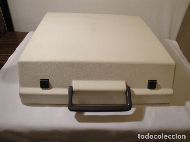 Antigüedades: Máquina de escribir portátil. Olympia Traveller de Luxe. Estado muy bueno. - Foto 9 - 158709746