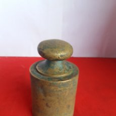 Antigüedades: ANTIGUA PESA DE 2 KG EN BRONCE. Lote 158719094