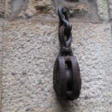 Antigüedades: ANTIGUA PASTECA GARRUCHA ROLDANA - APROX 1930/40 - 3.5 KG 45CM, ABARCON CABLE ACERO + INFO Y FOTOS . Lote 158740770