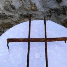 Antigüedades: REJA DE VENTANA CON 2 BARROTES DE 70 X 50 CMTS.. Lote 158891770