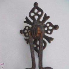 Antigüedades: ANTIGUO LLAMADOR PUERTA DE FORJA S. XVIII. Lote 158926714