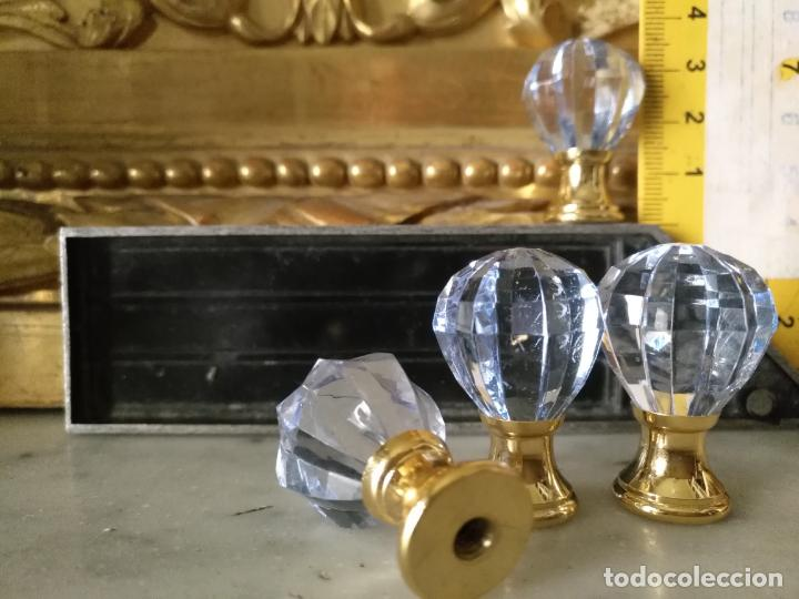 Antigüedades: 4 TIRADORES O POMOS 3,5 CM Y METAL . CAJONES MUEBLES COMODAS ETC LEER - Foto 2 - 159047094