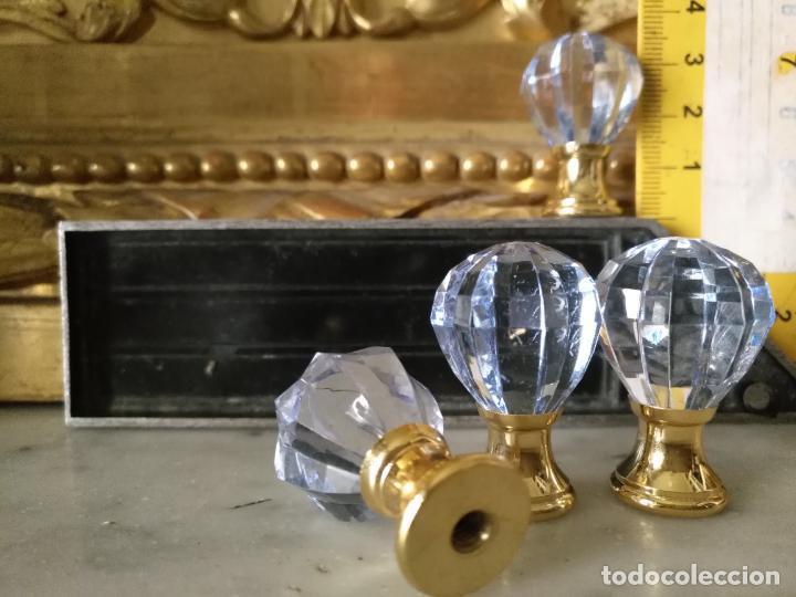 Antigüedades: 4 TIRADORES O POMOS 3,5 CM Y METAL . CAJONES MUEBLES COMODAS ETC LEER - Foto 2 - 159047382