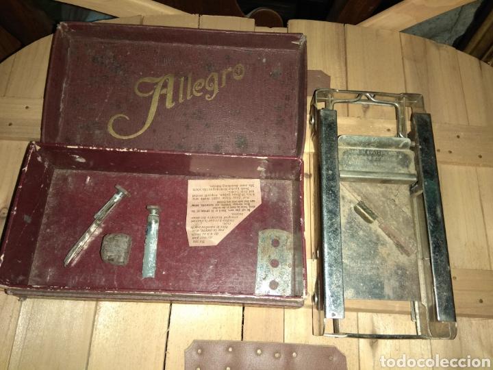 Antigüedades: Pareja de Máquinas Allegro para Afilar Cuchillas - Hojas de Afeitar - - Foto 6 - 159093332