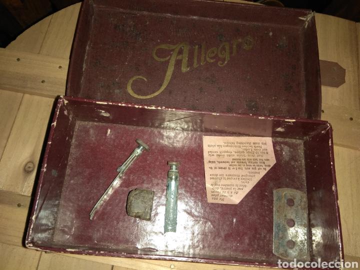 Antigüedades: Pareja de Máquinas Allegro para Afilar Cuchillas - Hojas de Afeitar - - Foto 7 - 159093332