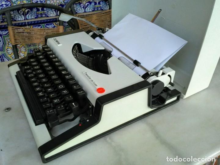 MÁQUINA DE ESCRIBIR ANTIGUA OLYMPIA TRAVELLER DE LUXE (Antigüedades - Técnicas - Máquinas de Escribir Antiguas - Olympia)