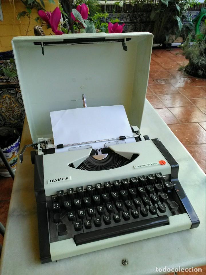 Antigüedades: Máquina de escribir antigua Olympia traveller de luxe - Foto 2 - 159138210