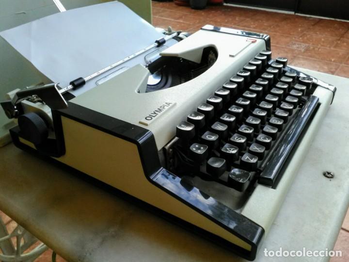 Antigüedades: Máquina de escribir antigua Olympia traveller de luxe - Foto 3 - 159138210