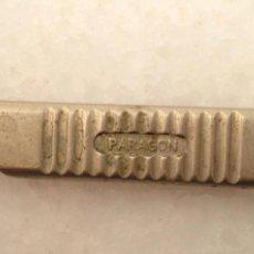 Antigüedades: ANTIGUA LLAVE MAQUINA DE COSER INGLESA PARAGON NUMERADA CALIDAD COLECCION. Lote 159322210