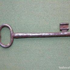 Antigüedades: ANTIGUA LLAVE DE HIERRO FORJADO. 13,5CM LARGO.. Lote 159413718