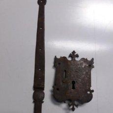 Antigüedades: CERRADURA DE HIERRO FORJADO DEL SIGLO XVIII. Lote 159515018