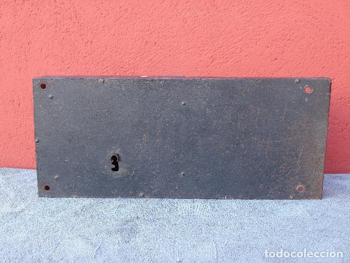GRAN CERRADURA DE HIERRO ANTIGUA, SIN LLAVE. 40CM X 18CM (Antigüedades - Técnicas - Cerrajería y Forja - Cerraduras Antiguas)