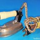 Antigüedades: MINI PLANCHA ELECTRICA VINTAGE SIN MARCA. Lote 159684398
