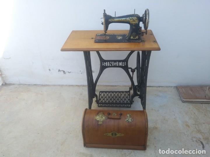 MAQUINA DE COSER SINGER CAJON Y MESA PEDAL RESTAURADA HACE CON ADORNO JESUCRISTO IGLESIA MUEBLE (Antigüedades - Técnicas - Máquinas de Coser Antiguas - Singer)