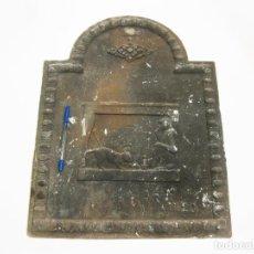 Antigüedades: PLACA DE HIERRO FUNDIDO IZAGUIRRE Nº 20 PARA FONDO DE CHIMENEA. Lote 159725550