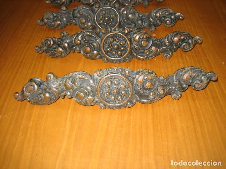Antigüedades: Lote de Antiguos tiradores en bronce para armario o cómoda de madera antigua - Foto 7 - 159761290