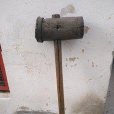 Antigüedades: ANTIGUA MAZA DE MADERA 75CM LARGO .. Lote 159857124