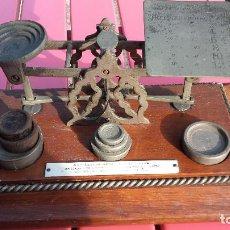 Antigüedades: BALANZA POSTAL INGLESA CON PONDERALES. Lote 159896822