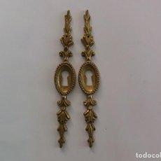 Antigüedades: PAREJA DE BOCALLAVES DORADOS. Lote 159967286