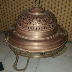Antigüedades: PRECIOSO Y ANTIGUO BRASERO CON SU PIE Y TAPA REALIZADO EN METAL. Lote 160092610