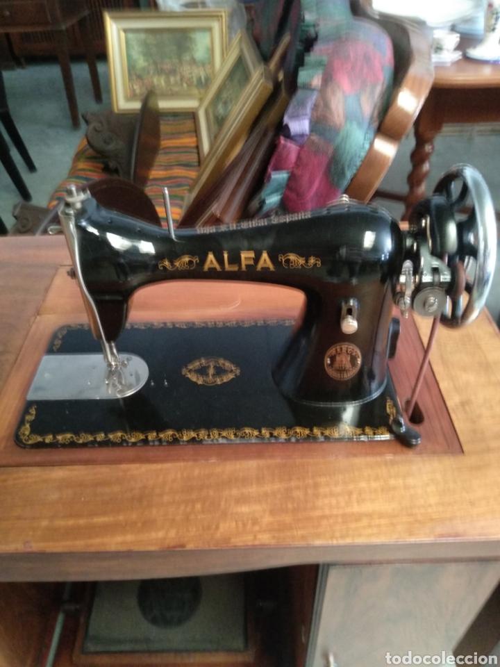Antigüedades: Impresionante maquina de coser alfa modelo 1000 gabinete de lujo. Mueble. Muy completa. Como nueva - Foto 3 - 160146918