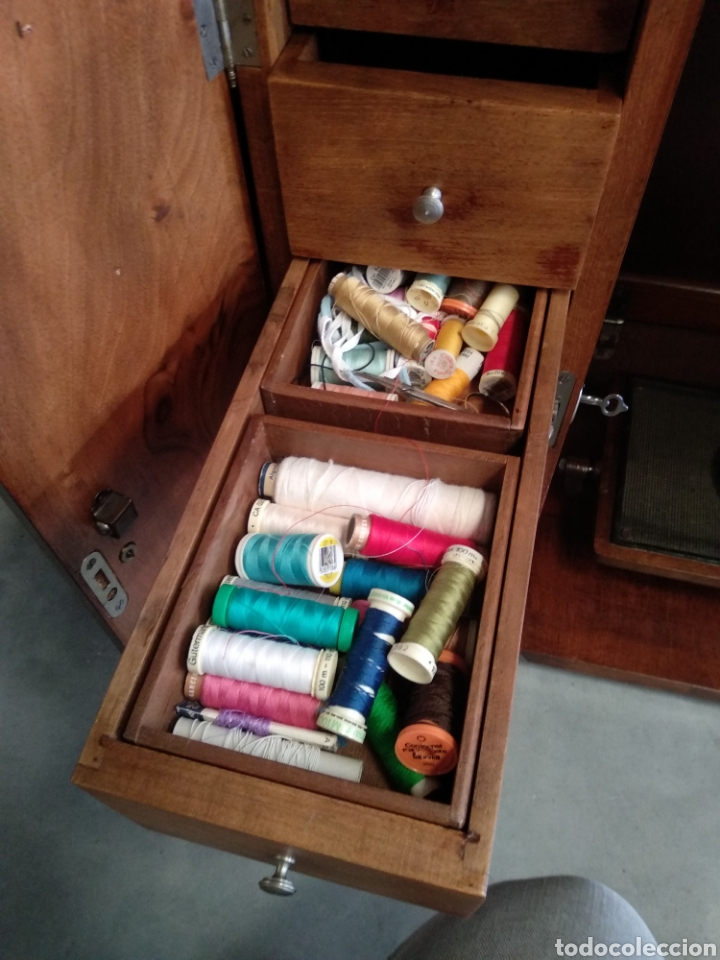 Antigüedades: Impresionante maquina de coser alfa modelo 1000 gabinete de lujo. Mueble. Muy completa. Como nueva - Foto 5 - 160146918
