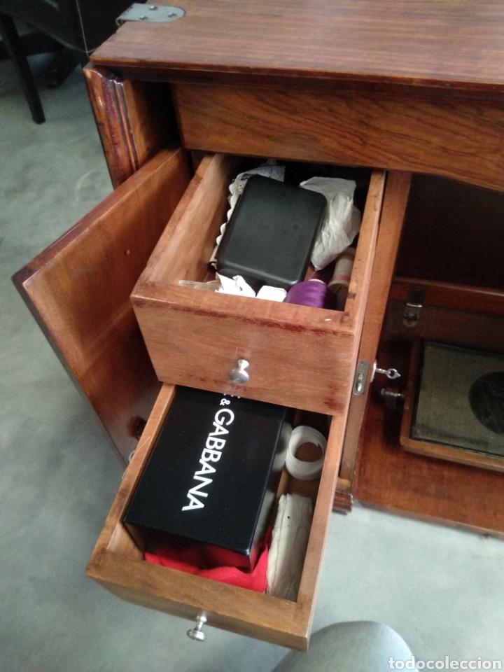 Antigüedades: Impresionante maquina de coser alfa modelo 1000 gabinete de lujo. Mueble. Muy completa. Como nueva - Foto 6 - 160146918