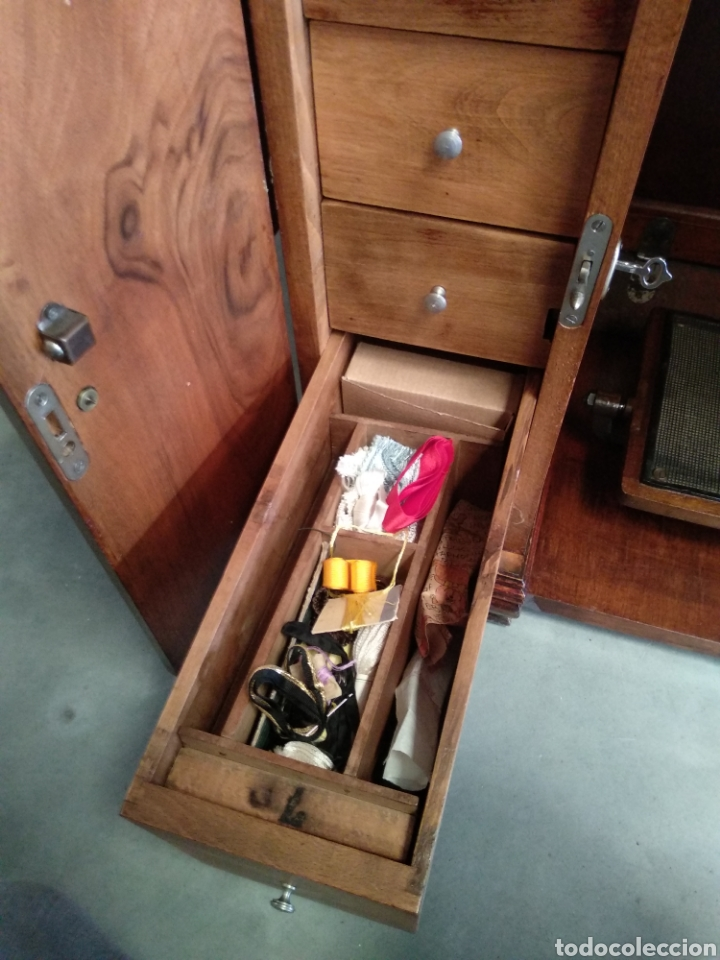 Antigüedades: Impresionante maquina de coser alfa modelo 1000 gabinete de lujo. Mueble. Muy completa. Como nueva - Foto 8 - 160146918