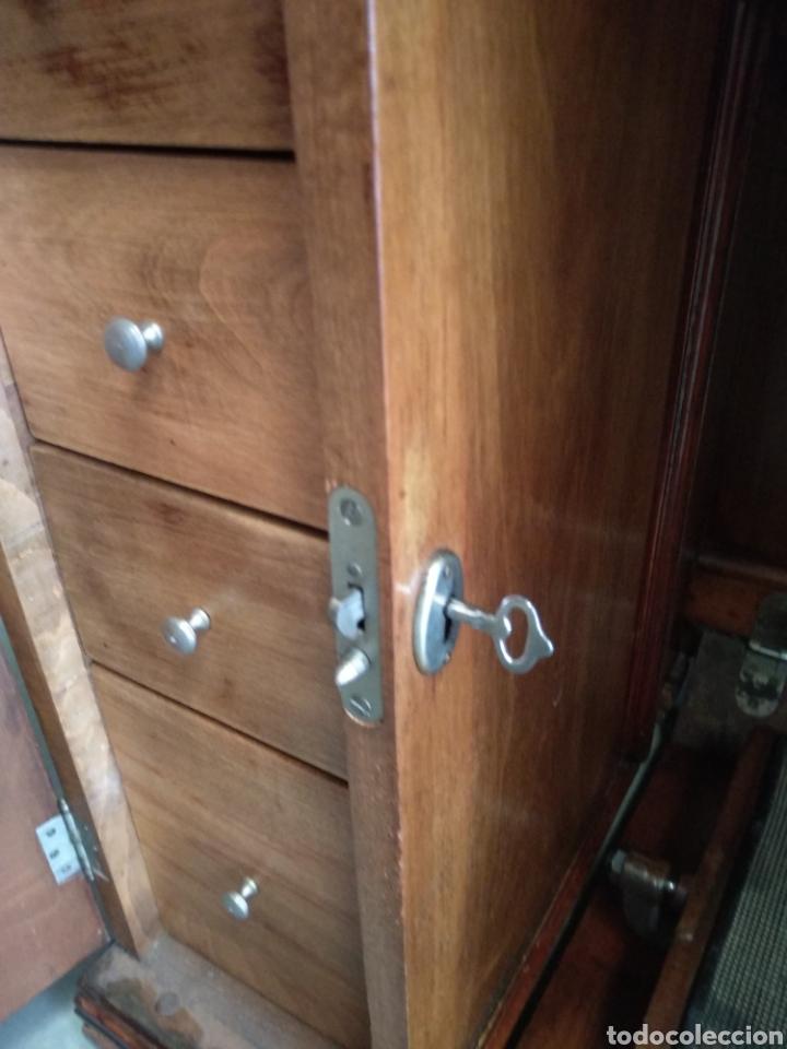 Antigüedades: Impresionante maquina de coser alfa modelo 1000 gabinete de lujo. Mueble. Muy completa. Como nueva - Foto 9 - 160146918