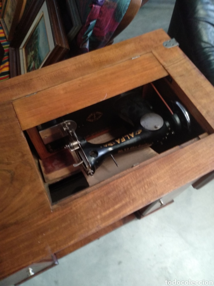 Antigüedades: Impresionante maquina de coser alfa modelo 1000 gabinete de lujo. Mueble. Muy completa. Como nueva - Foto 12 - 160146918